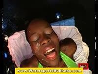 Black chick loves a warm facial