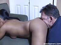 Hot ebony babe moans as her ass gets licked