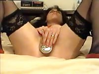 Mature wife shoves a can of beer up her snatch