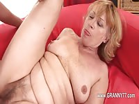 Sexy mature gal screwed on the couch