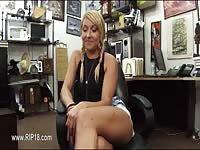 Amateur babe stripped in the office