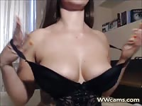 Camgirl With Amazing Body On Her Cam Show