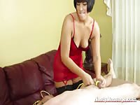 Horny masseuse have her customer a nice tugging