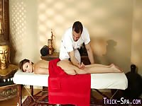 Tricky masseur fuck a young client