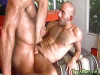 Buffed dude rimming and anal sex